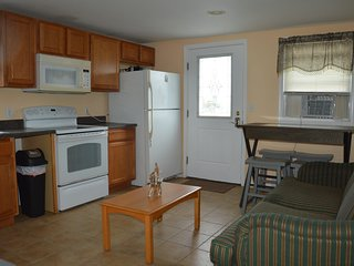 Apt B, 2 Bedroom bayside apartment, fully furnished
