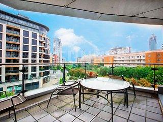 SunnyBay - Stunning Three Bedroom Riverside Apartment
