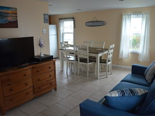 Apt E, 2 bedroom, bayside, fully furnished apartment
