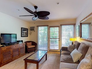 NEW LISTING! Breezy condo near gardens w/shared hot tub & pool, near the beach