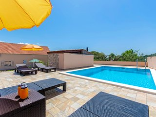 Holiday home 'ROSSI', Dalmatia - private pool, comfort and peaceful surrounding