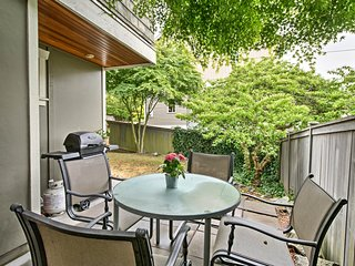 NEW! Seattle Townhome w/Garden, Patio & Fireplace!