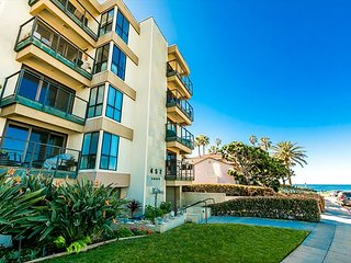 Beach Condo, Steps to Ocean & Walk to Downtown La Jolla