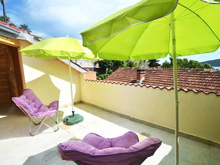 BRAND NEW Terrace Apartment for 4, just 3 MINS from Beach and Historic Town.