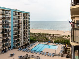 NEW LISTING! Waterfront condo w/balcony & views, shared pool, gym & game room