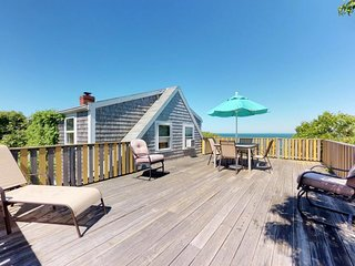 Oceanfront cottage w/ elevated deck & shared tennis/gym - on Menemsha Beach!