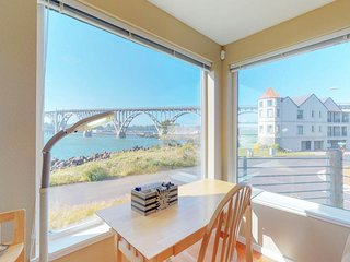 Bayfront townhouse w/bridge & ocean views - great location, dogs OK