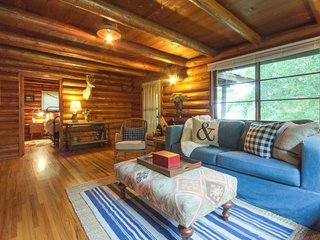 NEW LISTING! Enchanting, dog-friendly log cabin in historic Harrison