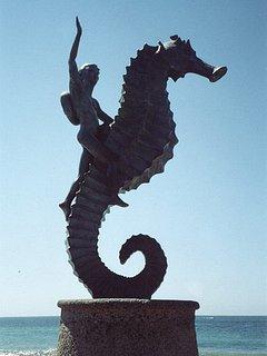 statua del cavallo del mare sulla Malecone