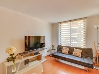 NEW LISTING! Modern apartment w/WiFi & perfect location-walk to parks & museums