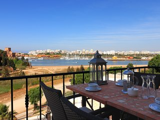 Luxury Townhouse in Ferragudo, Sea views, Air-con