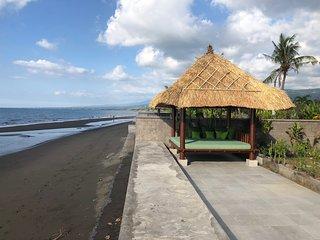 Villa Emerald - brand new beachside villa just 10mins from Lovina