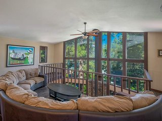 Gorgeous home near Glenbrook, sleeps 12, hot tub - Lincoln Park Lodge