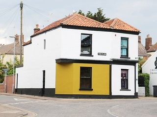 ROSE COTTAGE, sea nearby, in Gorleston-on-Sea