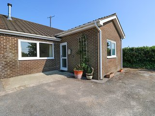 TY'R ARDD, ground floor close to beach, in Pendine