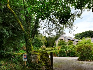 THYME COTTAGE, open-plan, woodburner, near Bodmin