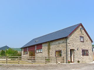 GLANYRAFON, spacious family base, views, flexible bedrooms, in countryside near