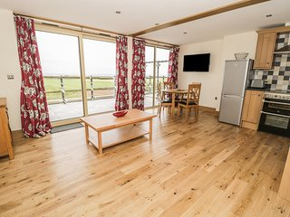 NEWTON VIEW, open-plan living, lovely views, Northumberland Coast AONB, Ref 9701
