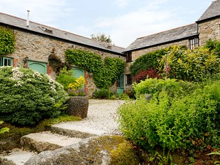 LAVENDER COTTAGE, charming interior, pet-friendly, near Bodmin