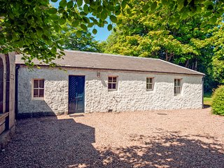 CAIRNESS LODGE, ground floor, close to beach, near St Combs