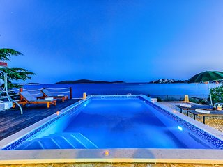 Outstanding BeachFront Villa with 5 bedrooms and heated Pool