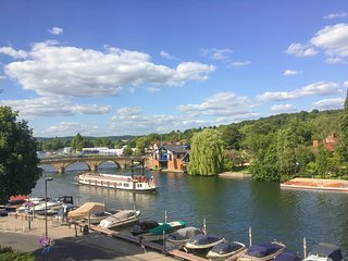 Tatiana's flat - Stunning views over river Thames - Midsomer country - Beware!