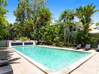 1 Plantation House - 3 Minutes Stroll To The Beach And Adjoining Parklands