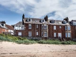 The Gulls, 4 bedroom seaside holiday home overlooking the beach in North Berwick