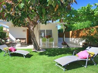 Acogedor apartamento. Cerca de playa de arena. Terraza. Jardín privado.