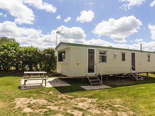 8 Berth Caravan in California Cliffs Holiday Park, Scratby Ref: 50033 Curlew