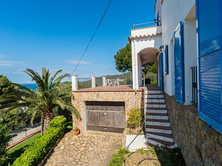 3 bedroom Villa with Walk to Beach & Shops - 5247014