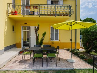 Comfy 2BR 2 BA Apt with Terrace & Parking on central location in Kastel Stari