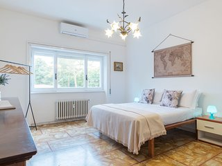 Spacious and bright 2 bed flat near San Peter