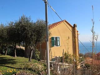 Bergeggi Holiday Home Sleeps 6 with Air Con and WiFi - 5082694