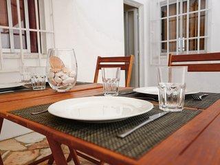 Spacious house with terrace & Wifi
