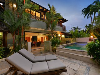 Solander Sunrise A - 4 Bedroom Villa by the Beach