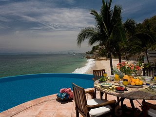 Amazing villa close to the beach with stunning views of the ocean and bay