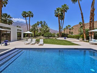 Luxurious Palm Springs Home w/ Park-Like Grounds!