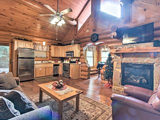 NEW! 'Bearly Lovers' -Pigeon Forge Cabin w/Hot Tub