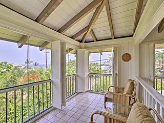 NEW! Kona Home w/Screened-in Lanai - Walk to Beach