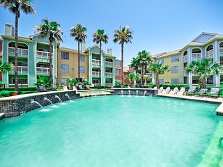 NEW! Galveston Condo w/Pool Access- Walk to Beach!