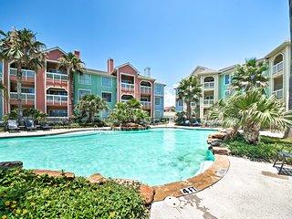 Galveston Condo w/ Pool Access - Walk to Beach!