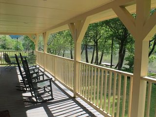 Getaway to the Lake! - Lazy Lake Landing - Sleeps 8