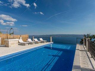 2 bedroom Villa in Sumpetar, Splitsko-Dalmatinska Županija, Croatia : ref 563585