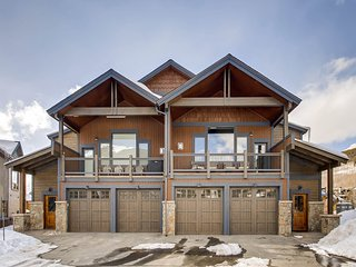 Sleeps 10! Brand New 4br Luxury Townhome~Kids Ski Free! R73