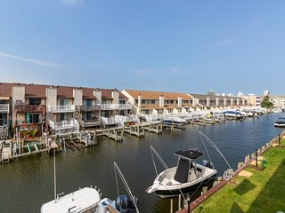 NEW LISTING! Colorful condo with free WiFi - quick drive to Jolly Roger!