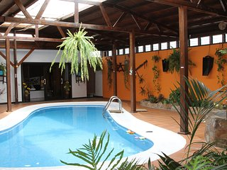 Villa Spa Las Tinajas Triquivijate -Fuerteventura-Jacuzzi,piscina climatizadas.