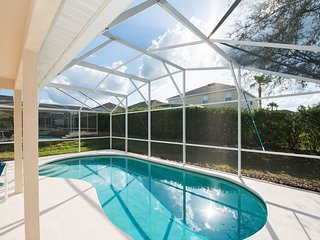 Perfect Family Vacation Home - Sunny Private Pool - Games Room - FREE WiFi