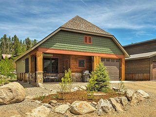 Prime Grand Lake Cottage - Walk to Town & Lake!