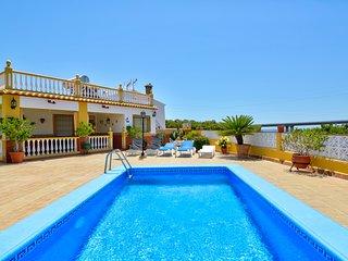 Villa con piscina y ubicación tranquila!Ref.221811